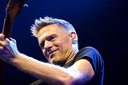 250px-Bryan_Adams_Hamburg_MG_0631_flickr.jpg