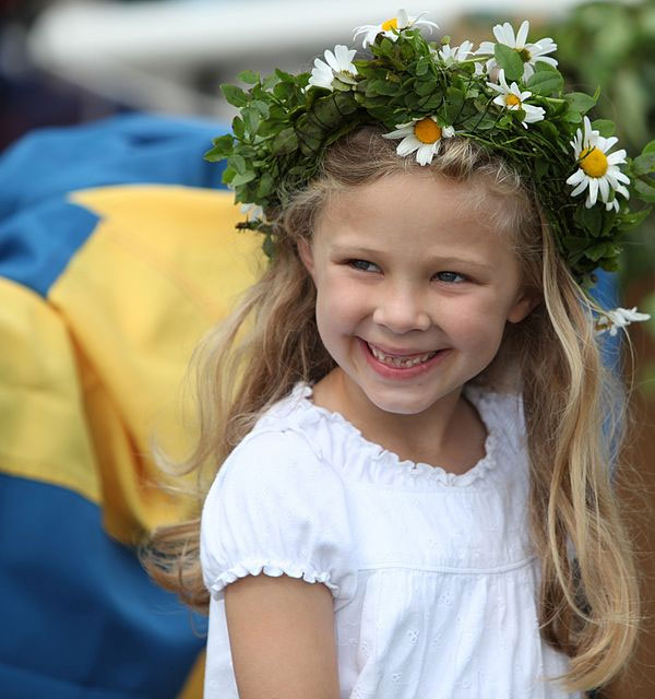 swedish-girl-midsummer_0.jpg